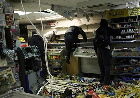 Gangs looting a convenience store