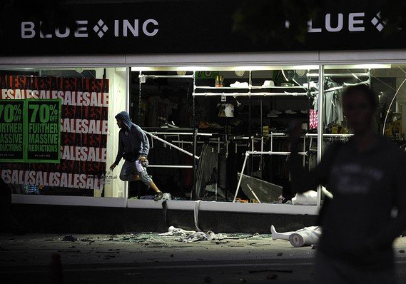 Looters jump out from smashed up store in Peckham