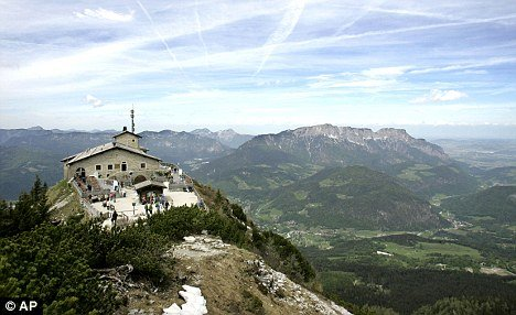Hitler 39 s eagle 39 s nest tea house the new tourist attraction for House on a mountain