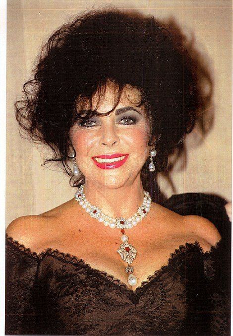 La Peregrina pearl, won by Richard Burton at auction and made into necklace by Elizabeth Taylor with Cartier is set to fetch up to $3 million (£2 million)