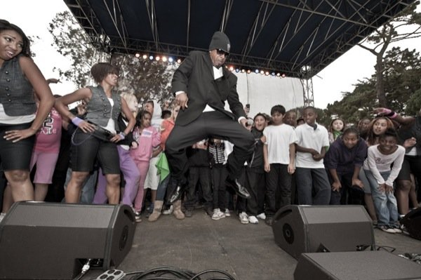 MC Hammer makes the kids dance at Hardly Strictly Bluegrass 2010 (Photo: Jay Blakesberg)