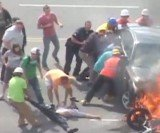 Motorcyclist saved by the crowd of good Samaritans