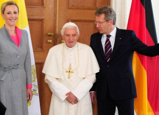 Pope Benedict XVI, German president, Christian Wulff, and his wife Bettina at the Bellevue Palace in Berlin