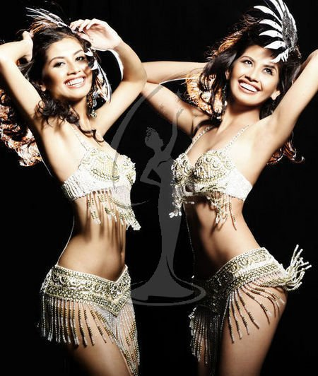 Shamcey Supsup (Miss Philippines) was an early fan favorite of  the first online fan vote of Miss Universe 2011