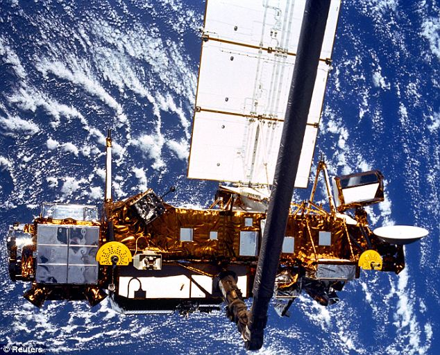 The six ton Upper Atmosphere Research Satellite will crash to Earth this evening photo