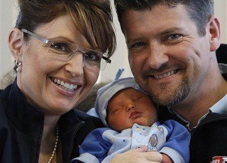 Todd and Sarah Palin have been offered $1 million if they pass lie detector test over Joe McGinniss' book claims.