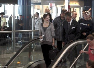 Amanda Knox smiles at other passengers at Leonardo Da Vinci airport in Fiumicino this morning before boarding a flight to Seattle via London