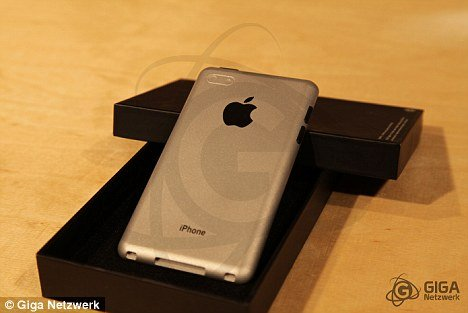 Experts at Giga Netwerkz have compiled leaked hints, hardware components and computer designs to show how they think iPhone 5 will appear