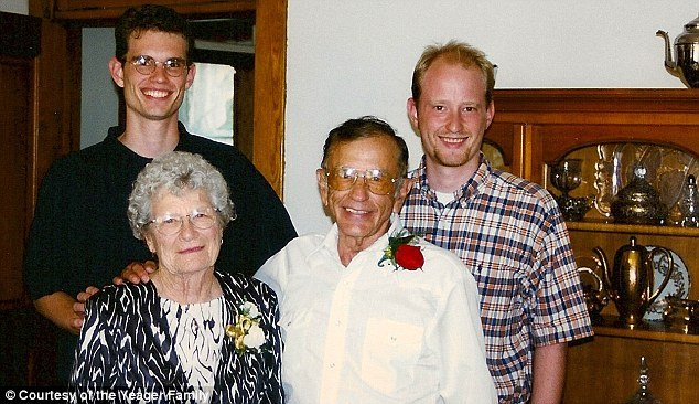 Gordon and Norma Yeager had been married for 72 years and had only one hour separation between them in their passing photo