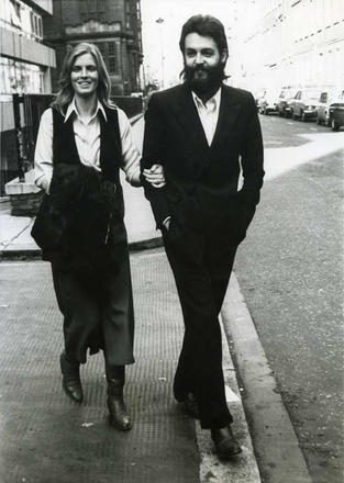 Paul and Linda McCartney in 1971 photo