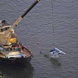The Bell 206 tourist helicopter, which was not equipped with floats, was pulled from the East River hours after the crash