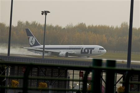 A Boeing 767 flying from New York operated by Polish LOT airlines made an emergency landing at Warsaw airport today