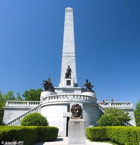 Illinois 3 Ft Sword Stolen From Lincoln S Burial Site At Oak Ridge Cemetery In Springfield