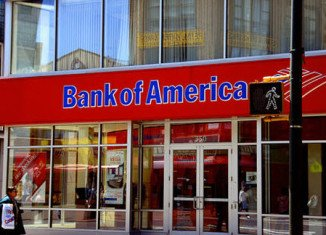 Bank of America decided to drop the plans to charge a $5 monthly fee for its debit card use in response to complaints from both customers and politicians