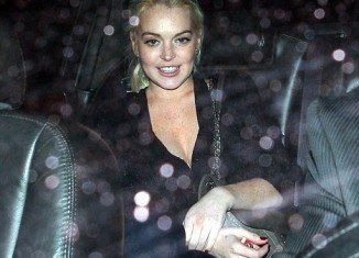Even she was due to serve a 30 days sentence, Lindsay Lohan has been released from jail after just 4.5 hours in custody