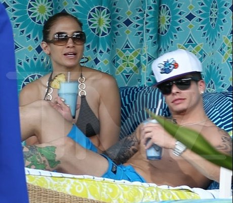 Jennifer Lopez celebrated Thanksgiving on the island of Kauai, Hawaii, with her twins, other family members and her boyfriend Casper Smart