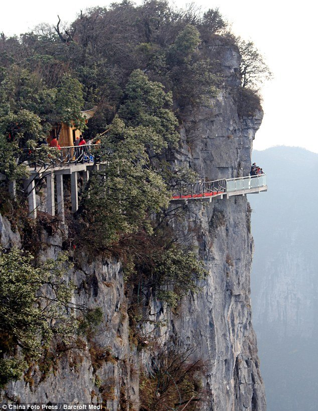 The 200 ft long bridge joins the west cliff at the Yunmeng Fairy Summit, the summit of Tianmen Mountain and Zhang Jiajie