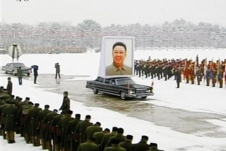 North Korea has started the two-day funeral services for late leader Kim Jong-Il with a huge procession in the capital, Pyongyang