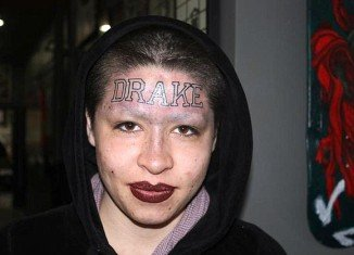 One fan has gone the extra mile to show rapper Drake how much he means to her - by getting the hip hop star's name tattooed across her forehead