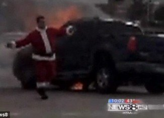 Santa Claus was spotted five days before Christmas at the scene of an accident in Dallas County, Texas, when two cars collided and one of them set on fire