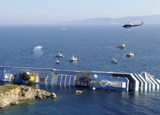 Costa Cruises, the Italian company that owns the capsized cruise ship Costa Concordia, has offered passengers 11,000 euros ($14,000) each in compensation