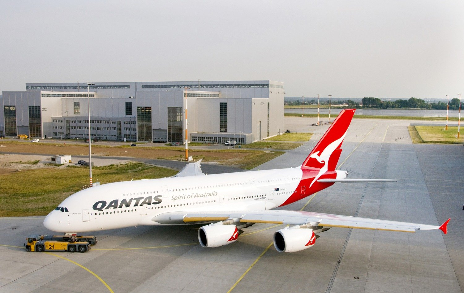 In total, 67 Airbus A380s are in use worldwide, on seven airlines: Qantas, Singapore Airlines, Emirates, Air France, Lufthansa, Korean Airlines and China Southern