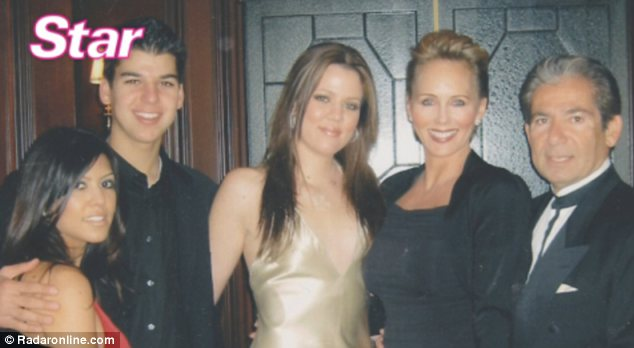 Khloe Kardashian pictured next to Ellen Pierson with her brother Rob, her sister Kourtney and her father Robert