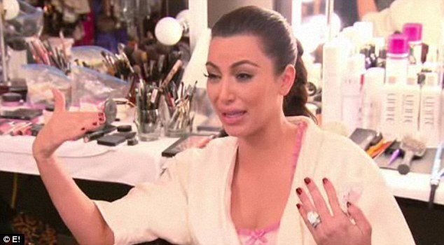 Kim Kardashian has a breakdown on the finale of Kourtney Kim Take New York sobbing uncontrollably to older sister Kourtney photo