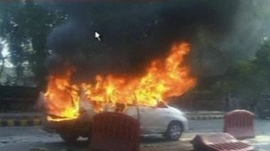 An explosion has hit an Israeli diplomat's car outside the country's embassy in Delhi, India, injuring one diplomat