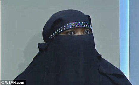 La-Fleu Mohamed said the cashier refused to accept her business unless she could see her face