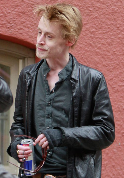 Macaulay Culkin was once the mischievous cherubic star of the hugely successful Home Alone movies but now he appeared disheveled and emaciated as he greeted fans in New York on Wednesday photo