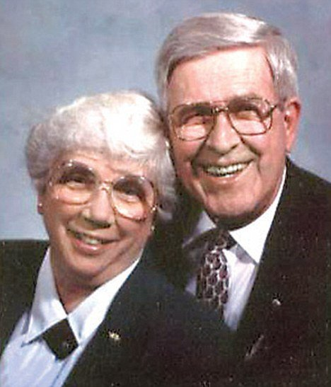 Marjorie and James Landis from Pennsylvania, who were married for 65 years, were so inseparable in life that not even death could keep them apart, as they died within 88 minutes of each other