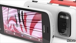 Nokia 808 Pureview offers enhanced low light performance as well as sophisticated image compression designed to help users share pictures