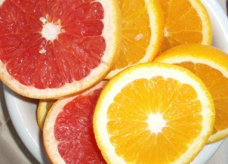 Researchers claim that eating oranges and grapefruit could cut your risk of stroke probably due to their high content of a certain type of antioxidant