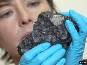 The Natural History Museum (NHM) in London has acquired the 1kg piece of the Tissint rock thanks to an anonymous benefactor