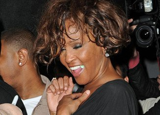 An individual removed all traces of cocaine from Whitney Houston's hotel room before authorities arrived, say sources