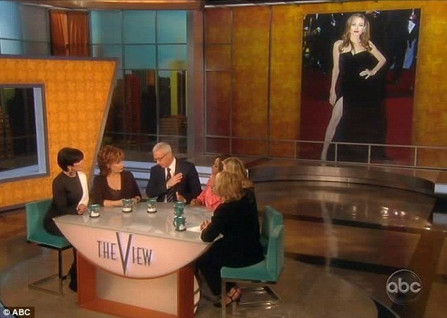 As the picture was flashed up on a screen behind him, Dr. Drew warned that women should not regard the actress as an ideal of beauty on account of her remarkably skinny figure