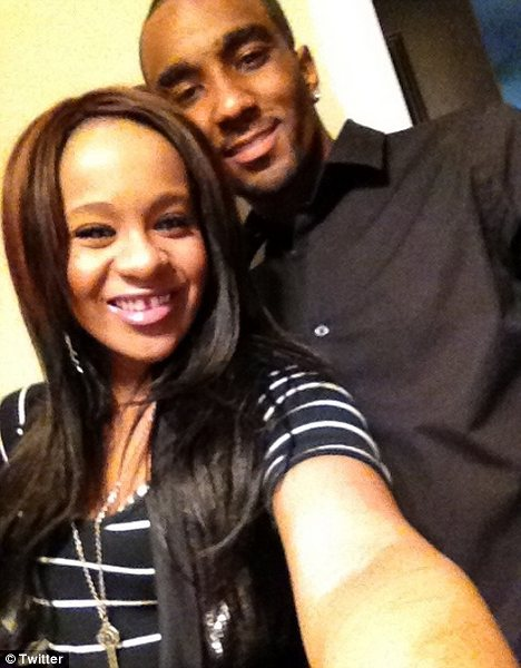 """Nick Gordon Whitney Houston's """"adopted son"""" took the Twitter to confirm his relationship with Bobbi Kristina Brown photo"""
