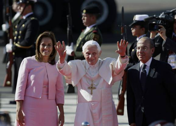Pope Benedict XVI was welcomed by the Mexican President Felipe Calderon photo