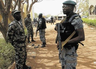 Strategic Mali garrison town of Gao have been attacked by Tuareg rebels with heavy weapons