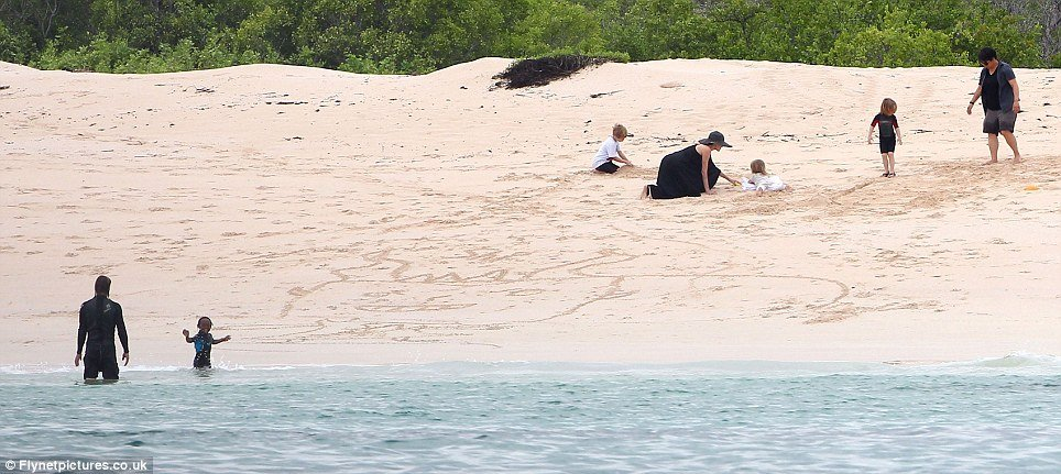 Last weekend, the newly engaged Angelina Jolie and Brad Pitt and their brood enjoyed a day on Galapagos Islands beach