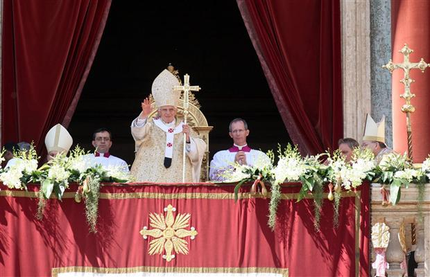 Pope Benedict XVI has delivered his traditional Urbi et Orbi Easter message of peace in front of pilgrims in St. Peter's Square in Rome