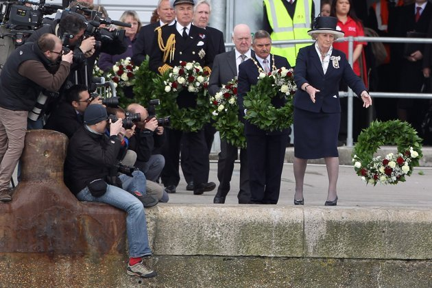 Relatives of victims of the Titanic threw roses off the Southampton dockside in a moving 100th anniversary memorial service