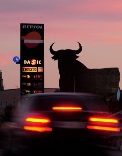 Spain has warned it will defend its interests as a row with Argentina over the nationalization of oil company YPF Repsol