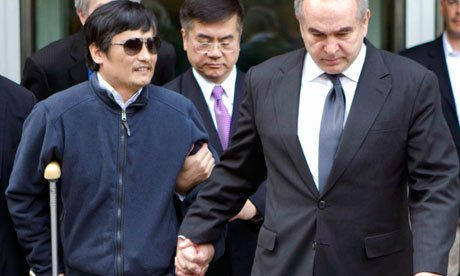 Chinese activist Chen Guangcheng says he has been unable to meet US officials to discuss his desire to leave the country
