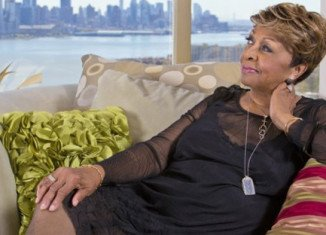 Cissy Houston's Walk on By Faith was released by Harlem Records on iTunes this week and includes songs such as Living Shall Not Be In Vain