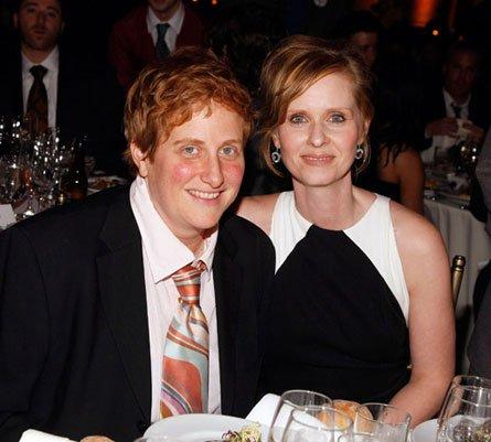 Cynthia Nixon has married her long term partner Christine Marinoni photo