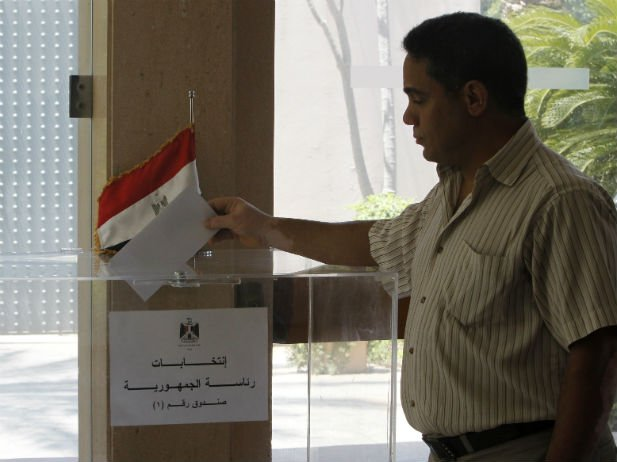 Egyptians are starting to vote in their first free presidential election 15 months after ousting Hosni Mubarak in the Arab Spring uprising photo