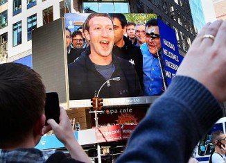 Mark Zuckerberg and Facebook leading investors cashed out millions of shares before the price dropped off