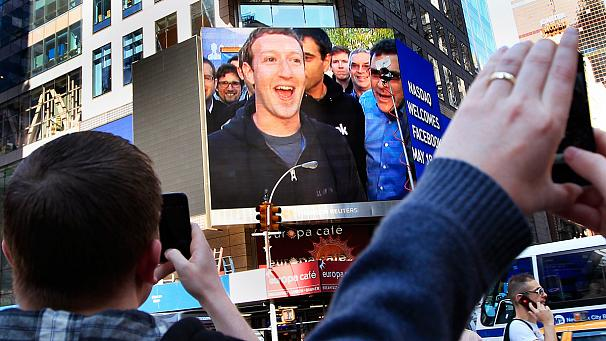 Mark Zuckerberg and Facebook leading investors cashed out millions of shares before the price dropped off photo